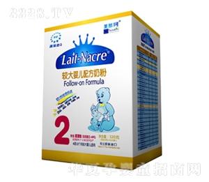 盒装较大婴儿配方奶粉2段